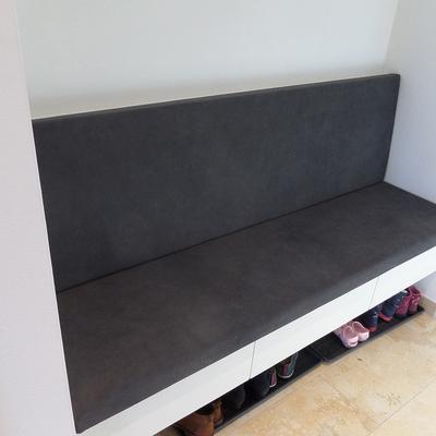 Sitzbank für die Garderobe